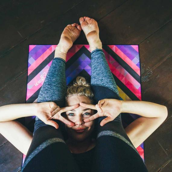 Ručník na jógu Yoga Design Lab Mat Towel Chevron Maya