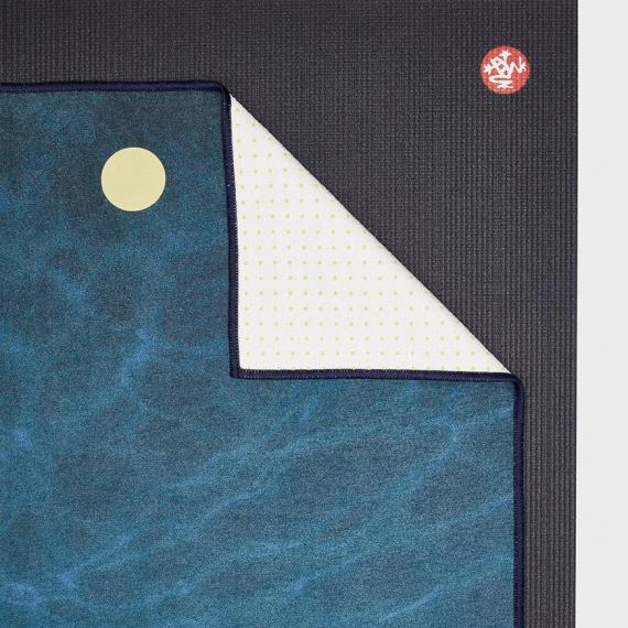 Velký ručník na jógu se silikononovými body Manduka yogitoes® Turtle Sea