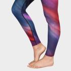 Dlouhé legíny Manduka Engineered Print Legging Aurora