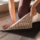 Ručník na jógu Yoga Design Lab Mat Towel Optical Gold